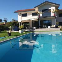 Chambres, cuisine, piscine, spa, billards, airhockey, nature, hôtel à Fillinges