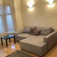 2 bedroom house with garden near Stratford
