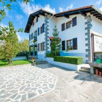 Charming Holiday Home in Arantza near Forest