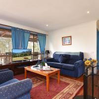 Wallaby Cottage - cute Accom in bushland setting, hotel em Ellalong