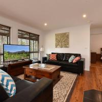 Kangaroo Cottage - cute Accom in bushland setting, hotel em Ellalong