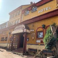Aranykorona Hotel, отель в Мишкольце