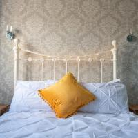 Clovelly Guest House, hotel in Lyme Regis