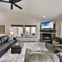 All-Suite Top-Floor Getaway with Private Garage townhouse