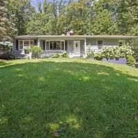 Secluded 3 bedroom house on 5 wooded acreas Complete privacy