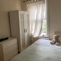 2bed house for up to 6 people near Stratford E15