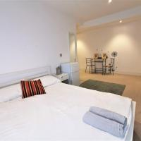 (1b) Spacious Double Room with en-suite