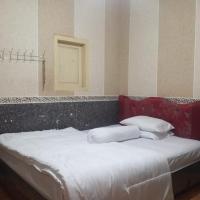 TIRTOSARI HOMESTAY, hotel in Lumajang