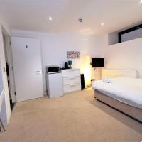 (2b) Spacious Double Room with en-suite