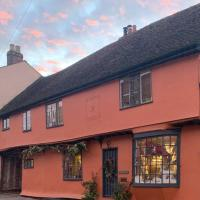 Dragon House with outside bar, heated dining area and hot tub, hotel in Braintree