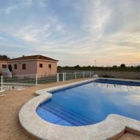 Villa Dolores, un chalet con piscina y barbacoa en la huerta del Segura.