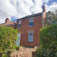 Cherry Tree House 4-Bed House in Westbury