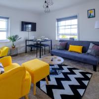Park up and Relax in designer 2bd apt - Sea views