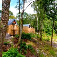 Glenfinnan Retreats, OAK Cabin, hotel in Glenfinnan