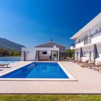 VILLA ALMIC with heated pool, 5 bedrooms, Gaming room, a multi-use playground court