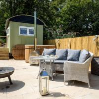 Penlea Retreat Luxury Coastal Shepherds Hut 5 Minute Walk to Pubs and Village