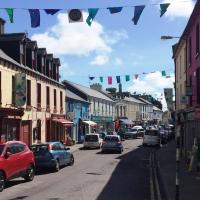 Schull - 4 Bed House in the Town., hotel in Schull