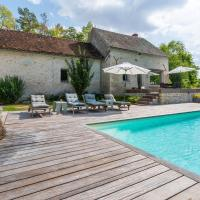 Cozy holiday Home in Yuvre-la-ville with Jacuzzi