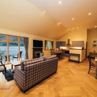 Whispering Pine Cabins, hotel in Spean Bridge
