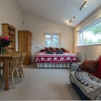 Bristol self-catering studio, kitchen, parking
