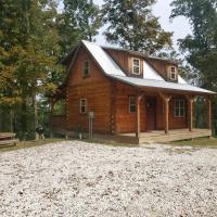 The Hampton - An Amish Built Deluxe Log Cabin, hotel in Genoa
