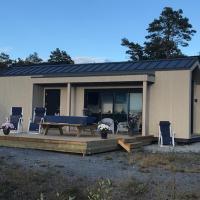 Hytte med sjøutsikt og 20 min fra dyreparken, hotell i Grimstad