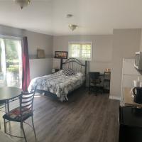 East Coast AL Guest Suite- Bachelor, hotel em Charlottetown