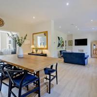 Stylish Cotswold Holiday Home in Fairford