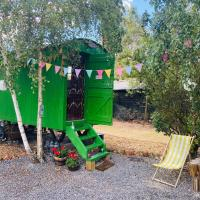 Nana's Hut Original Shepherd Hut with Private toilet & Shower