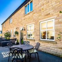 Buxton centre cosy cottage with free secure parking