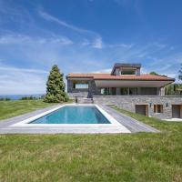 La villa M au coeur du golf avec vue sur le lac Léman, hôtel à Publier