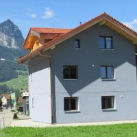 Neubau-Privatzimmer, eigenes Bad & Mitbenutzung Küche und Balkon, hotel in Giswil