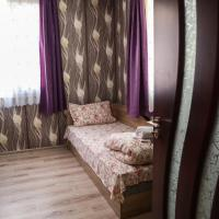 23 persons Bungalow in nice forest, hotel em Kamena