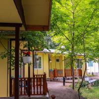 23 persons Bungalow in nice complex for family, hotel em Kamena