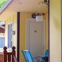 23 persons Bungalow in nice complexe and facilities for family, hotel em Kamena