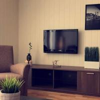Cozy modern apartment in the city centre, hotel in Longyearbyen