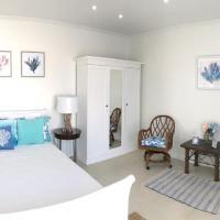 Ocean Front Property Villa 3 with jacuzzi 20 percent off, hotel em Savaneta