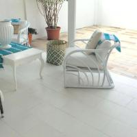 Beach Apartment 40 percent off special OFFER now going on, hotel em Savaneta