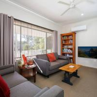 Comfortable Queen sized room near Tuggerah Lake, hotel in Berkeley Vale