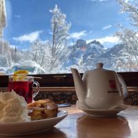 Hotel Lorenzini Ski, отель в городе Сельва-ди-Кадоре