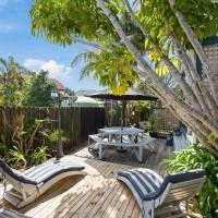 Paddles 'n' Palms - Te Ngaere Bay Bach, hotel in Matauri Bay