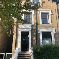 ROOMS TO LET IN W12