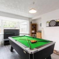 Hollington House with Games room, Parking and Gardens