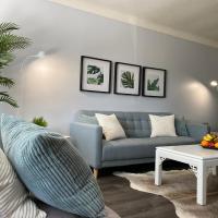 Entire Home: Cozy & Modern! 20 MIN WALK TO FALLS!
