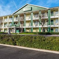 HomeTowne Studios by Red Roof Fresno - West, hotel v destinaci Fresno