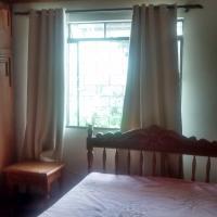 Suite cama de casal e cama de solteiro V, hotel in Curitiba