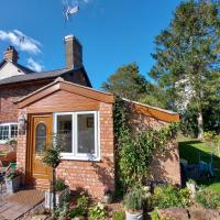 Saughall Mill Farm Cottage, hotel in Chester