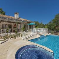 Charming stone villa for 14 people, with pool and jacuzzi, in central Istria