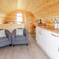 Embden Pod at Banwy Glamping, hotel in Welshpool