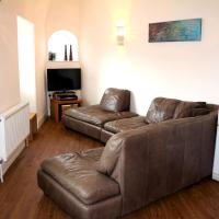 Cotswolds Valleys Accommodation - Bell Apartments - Exclusive use two bedroom family holiday apartment